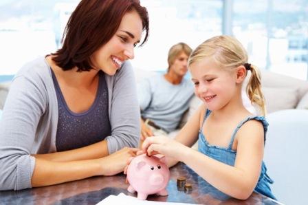 mother-daughter-piggybank