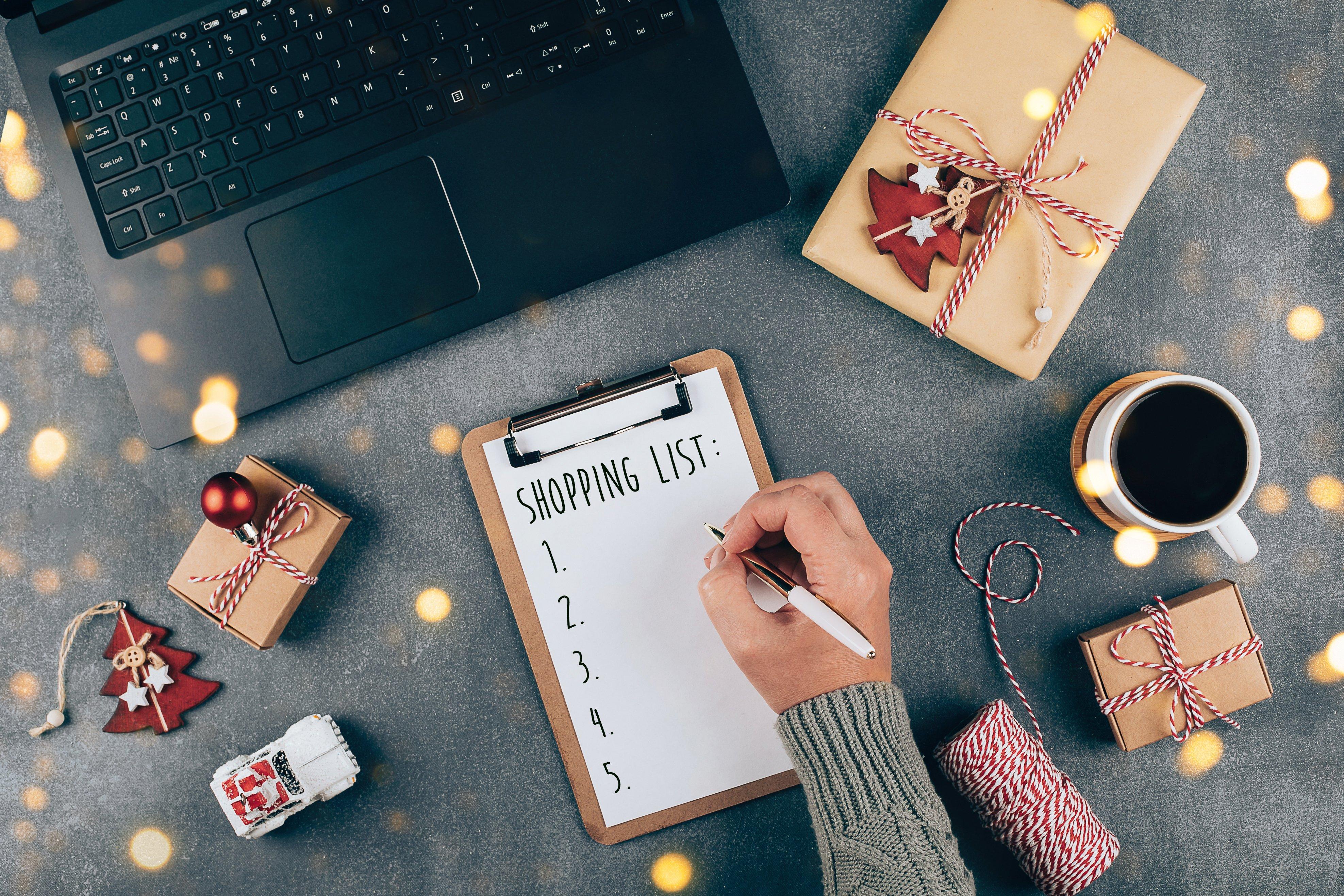 christmas-online-shopping-flat-lay-girl-writing-sh-Y4M5BSU